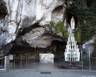 Lourdes-la-grotta-di-massabielle