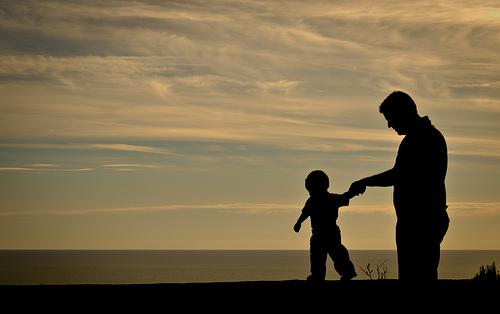 """4. """"Un papà porta una tua foto nel portafogli, dove prima c'erano dei soldi"""". (anonimo)"""