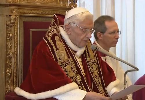 1396120837-il-video-in-cui-benedetto-xvi-legge-la-lettera-di-dimissioni-da-papa