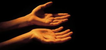 Commento al Vangelo del giorno: 06 Febbraio 2017 – Il tocco di una mano